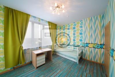 Moderne kinderschlafzimmer mit teppich, vorhänge und kronleuchter ...