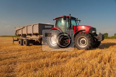 Poster Moderne rote Traktor auf dem Gebiet der Landwirtschaft auf der sonnigen Sommertag