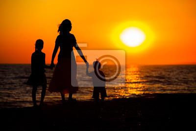 Mutter und ihre Kinder Silhouetten