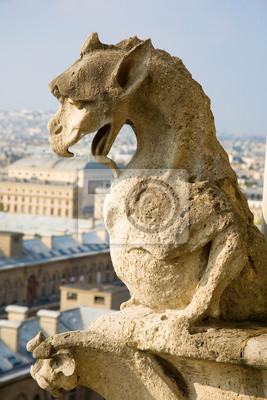 Nahaufnahme der Wasserspeier an der Oberseite des Notre-Dame de Paris