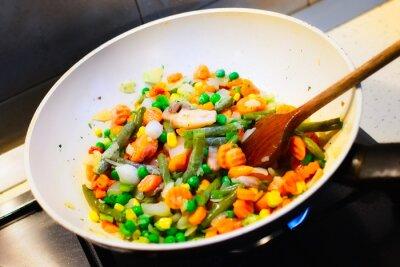 Poster Nahaufnahme des weißen pan Kochen Gemüse für das Abendessen