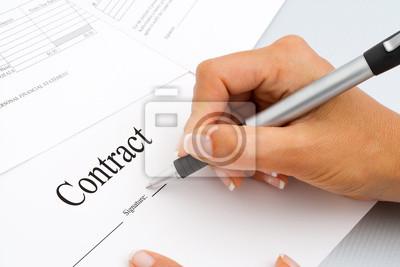 Nahaufnahme von Hand Vertragsunterzeichnung Dokumente.