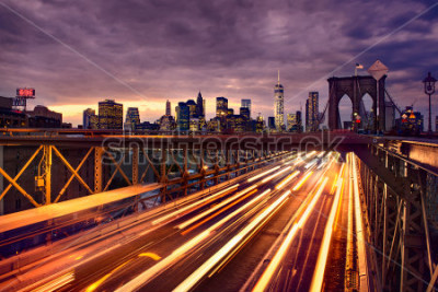 Poster Night car traffic on Brooklyn Bridge in New York City