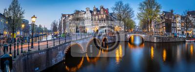 Poster Night view of Leidsegracht bridge in Amsterdam, Netherlands