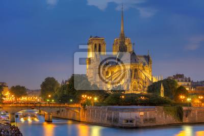 Notre Dame de Paris bei Nacht