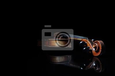Old zerkratzt Violine, in schwarz Spiegelfläche