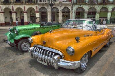 Orange und grün Autos vor Capitolio, Havanna, Kuba
