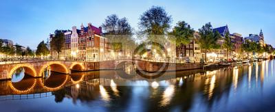 Poster Panorama von Amsterdam in den Niederlanden nachts