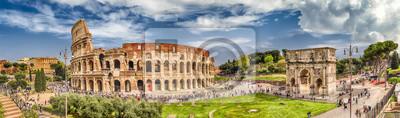 Poster Panoramablick auf das Kolosseum und den Bogen von Konstantin, Rom