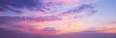 Poster Panoramablick eines rosa und lila Himmels bei Sonnenuntergang