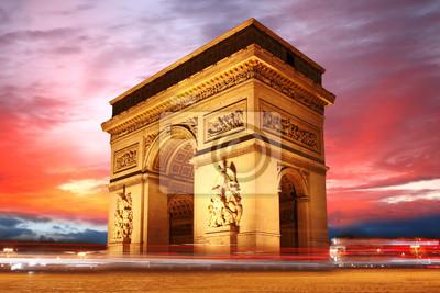Paris, Berühmte Triumphbogen am Abend, Frankreich