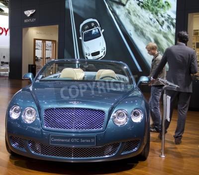 Poster Paris Motor Show 2010 in Paris, zeigt Bentley Continental GTC Series 5I