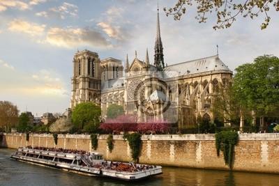Paris, Notre-Dame-Kathedrale mit dem Boot auf der Seine