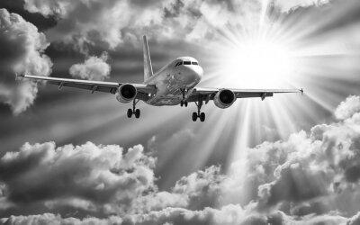 Poster Passagierflugzeug von Start-und Landebahnen gegen schöne bewölkt s
