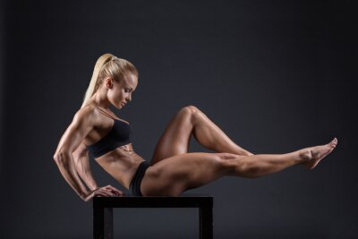 Poster Portrait of a beautiful girl in the studio athletes
