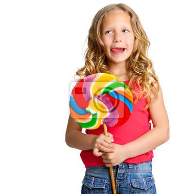 Porträt von niedlichen Mädchen mit Süßigkeiten.