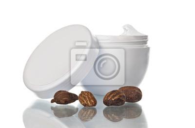 Pot von Sheabutter und Muttern