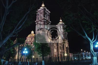 Puebla Cathedral in der Nacht in Mexiko