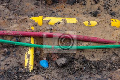 PVC-Rohre und Kabel