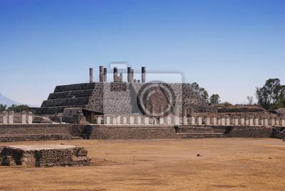 Pyramide von Quetzalcoatl in Tula - archäologische Stätte in Mexiko