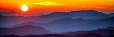 Poster Rauchiger Berg Sonnenuntergang