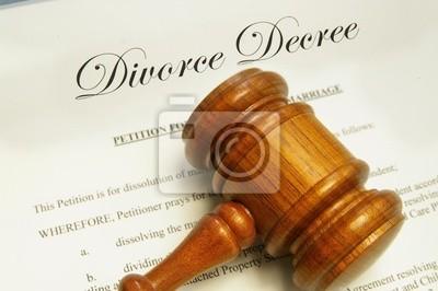 rechtliche Hammer oben auf Scheidung Papiere
