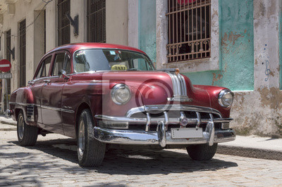 Red Taxi in der Altstadt von Havanna, Kuba