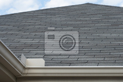 regen dachrinnen spritzschutz auf dach gegen den blauen himmel poster f r die wand poster. Black Bedroom Furniture Sets. Home Design Ideas