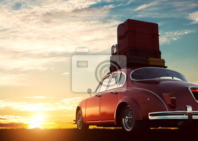 Poster Retro rotes Auto mit Gepäck auf Dachträger bei Sonnenuntergang. Reisen, Urlaub Konzepte.