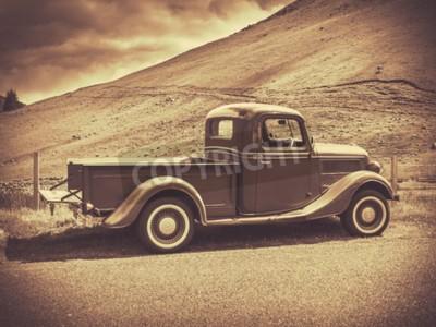 Poster Retro-Stil Sepia Bild Eines Vintagen LKW Auf Dem Land