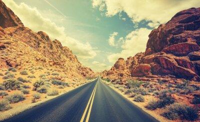 Poster Retro stilisierte Wüste Autobahn, Reise-Adventure-Konzept.