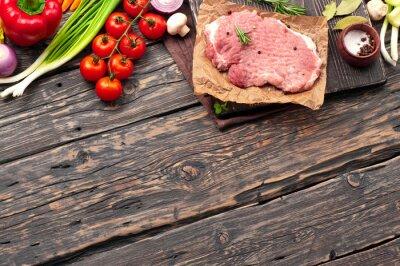 Poster Rohes Schweinekotelett mit Gemüse