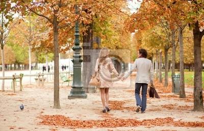 Romantik zu zweit in Paris, mit einem Datum im Herbst