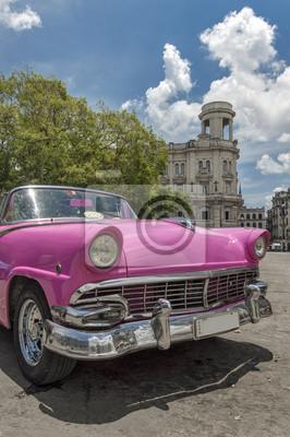 Rosa Auto in Parque Central, Havanna, Kuba