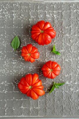 Poster Rote Tomaten auf grauem Hintergrund