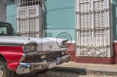 Rote und weiße alten amerikanischen Auto in Trinidad, Kuba