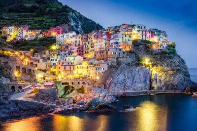 Poster Scenic Nacht Blick auf bunte Dorf Manarola in Cinque Terre