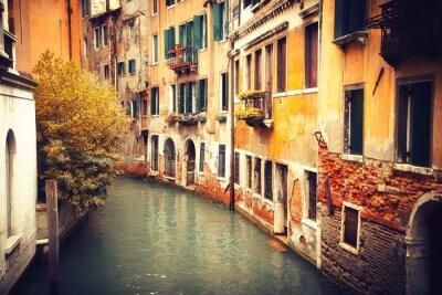 Schmalen Kanal in Venedig, Italien