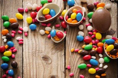 Poster Schokolade Ostereier über Holz Hintergrund