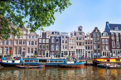 Poster Schöne Aussicht auf Amsterdam-Kanäle mit Brücke und typisch holländischen