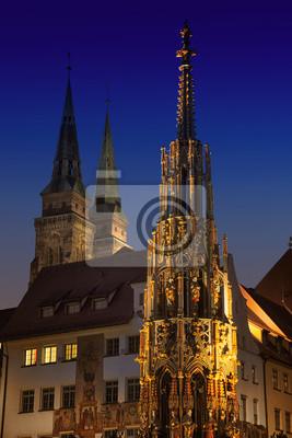 Schöne Brunnen in der Nacht. Nürnberg, Deutschland