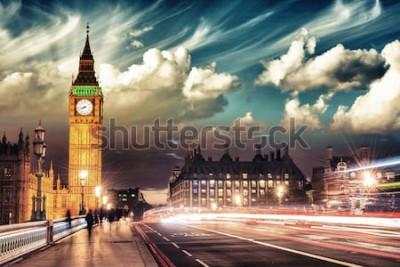 Poster Schöne Farben von Big Ben von der Westminster-Brücke bei Sonnenuntergang - London.