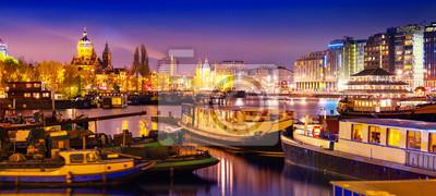 Schöne ruhige Nacht von Sicht von Amsterdam Stadt