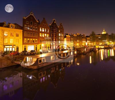 Schöne ruhige Nachtansicht der Stadt Amsterdam