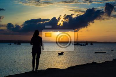 Schöne Sonnenuntergang in der Halbinsel Bereich, einer der neuesten Regionen in der Stadt Dar es Salaam, Tansania, Afrika.