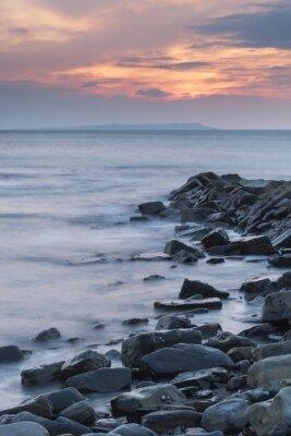 Poster Schöne Sonnenuntergang Landschaft Bild der felsigen Küste in Kimmeridg