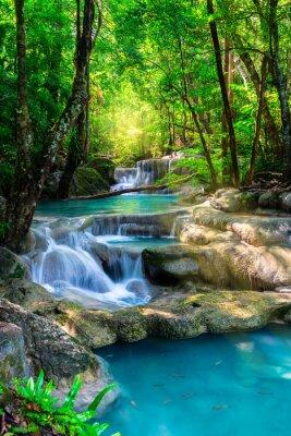 Poster Schöne Wasserfall in Thailand tropischen Wald