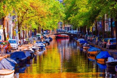 Poster Schöner Kanal in der alten Stadt von Amsterdam, Niederlande, Nordholland-Provinz.