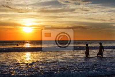 Schöner Sonnenuntergang in Playa Negra, Costa Rica, Mittelamerika.