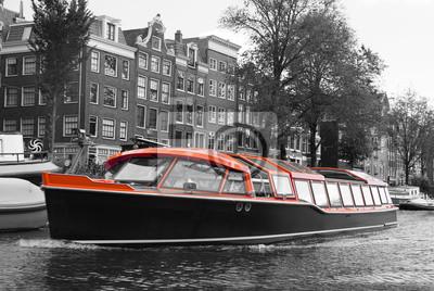 Schwarz-Weiß-Amsterdam mit Orangenboot